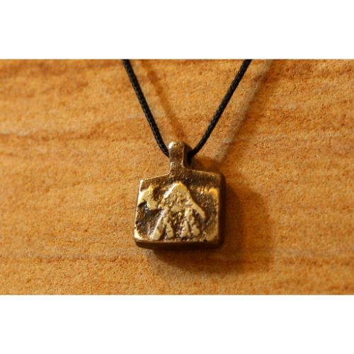 THE CAMEL NECKLACE